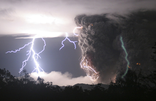 lightning chaiten volcano Photo: Carlos Gutierrez