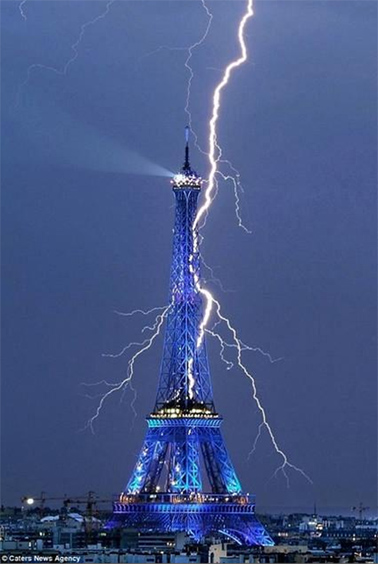 lightning eiffel tower caters news agency