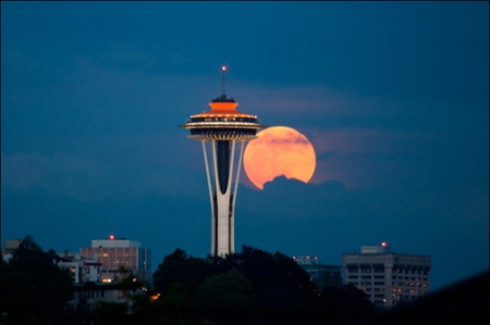 supermoon seattle space needle 2012 photo by liem bahneman via KOMO